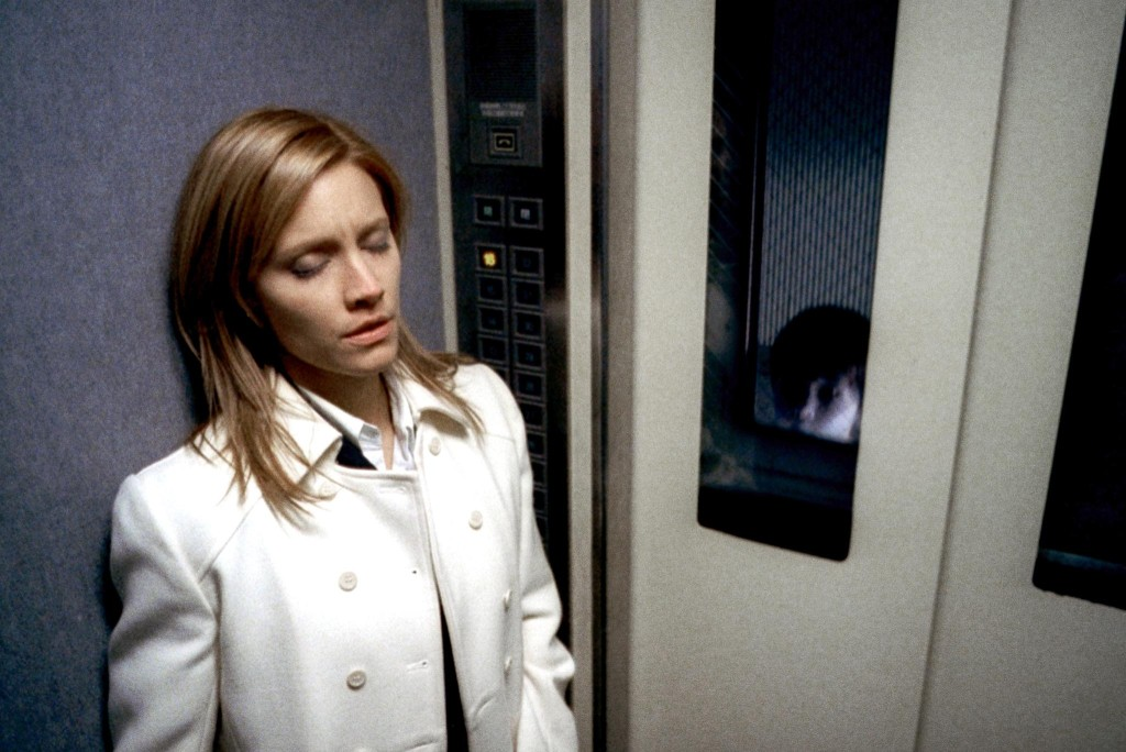 Still-of-kadee-strickland-and-yuya-ozeki-in-the-grudge-(2004)-large-picture (1)